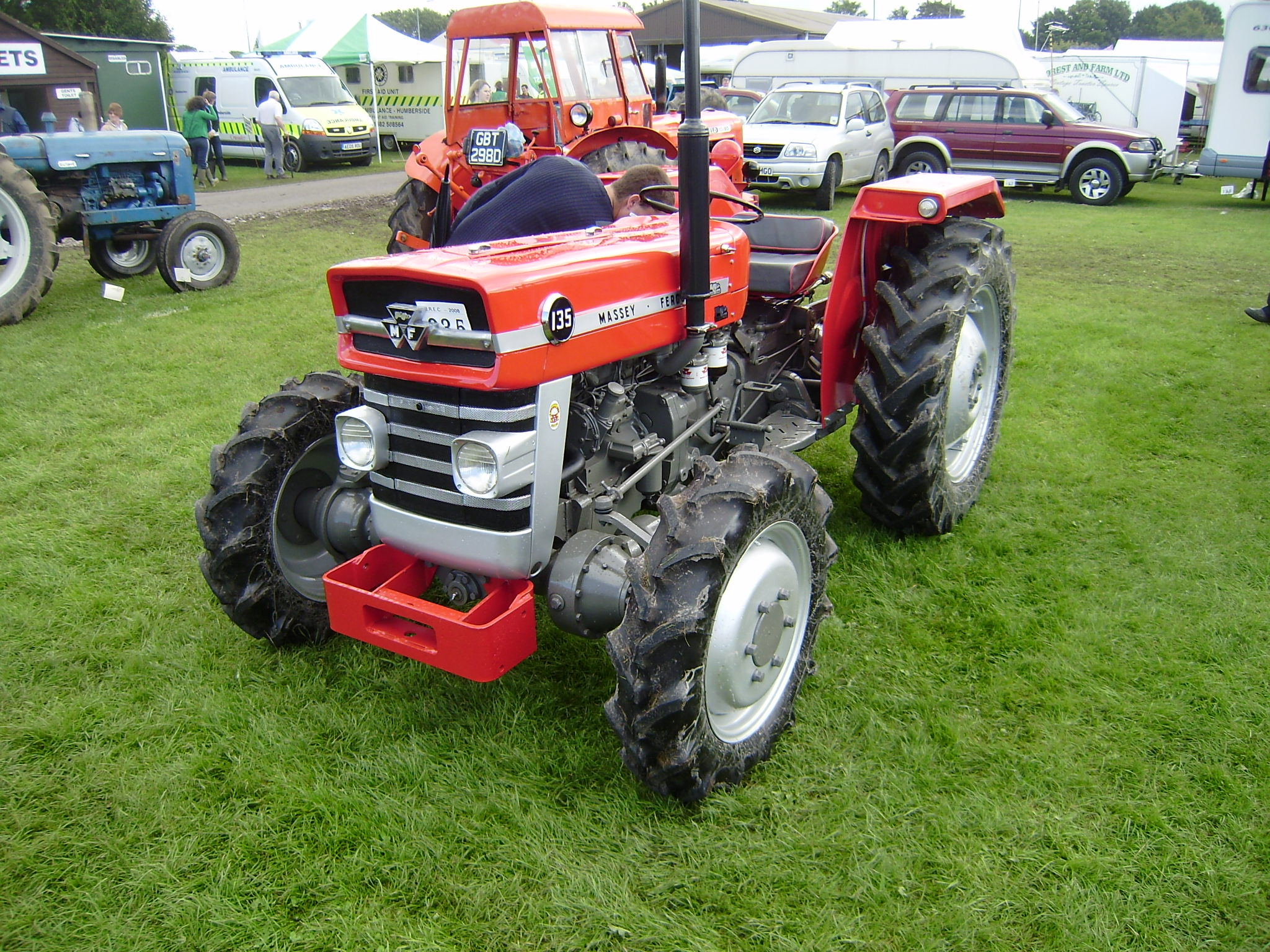 massey ferguson tractor construction plant wiki the. Black Bedroom Furniture Sets. Home Design Ideas