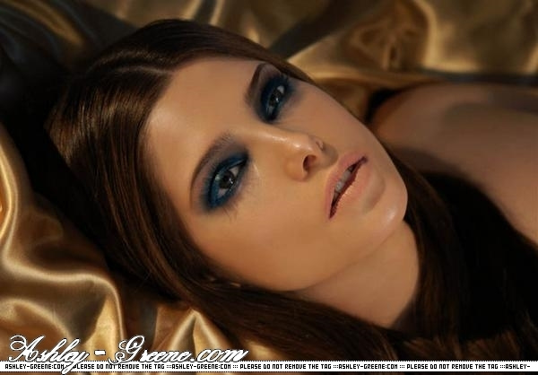 ეშლი გრინი // Ashley Greene Ashley-Greene-alice-cullen-1551918-600-418
