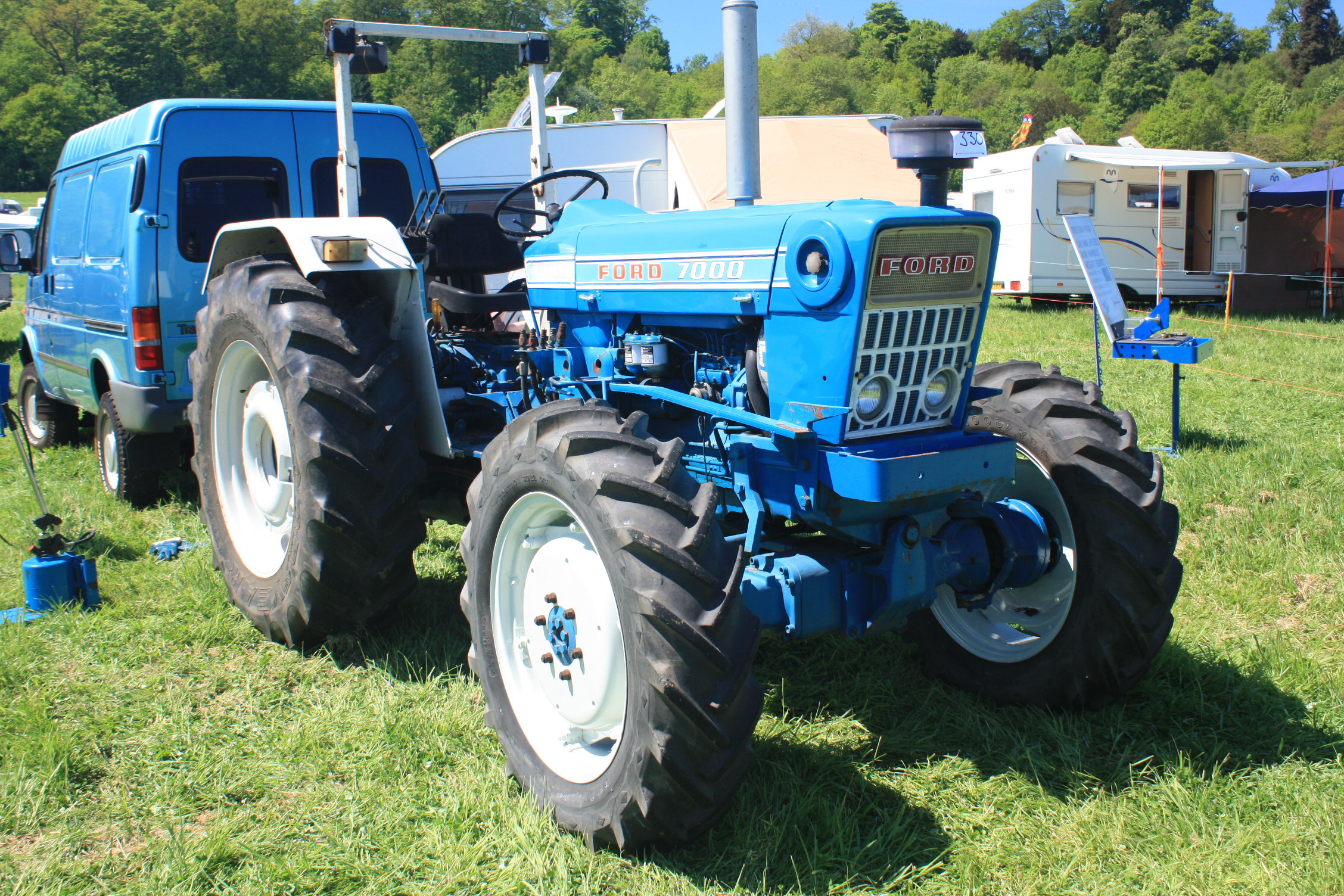 Ford 7000 Tractor : Ford tractor construction plant wiki the
