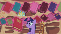 Twilight Sparkle reshelf books 3 S02E10