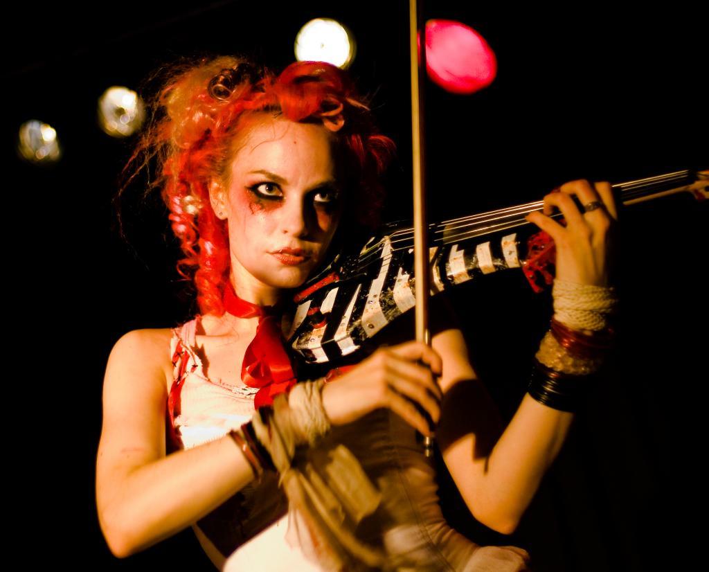 Emilie_Autumn_at_Nachtleben_2007_bis.jpg