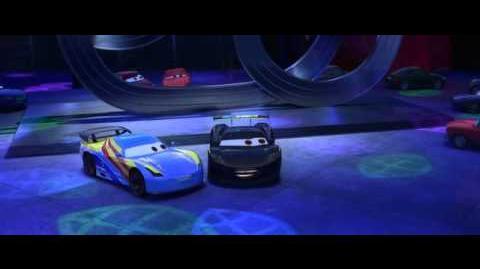 Pixar escena cars 2 fernando alonso y lewis hamilton conocen a rayo