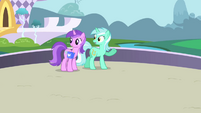 Lyra Heartstrings staring at Twilight S1E1