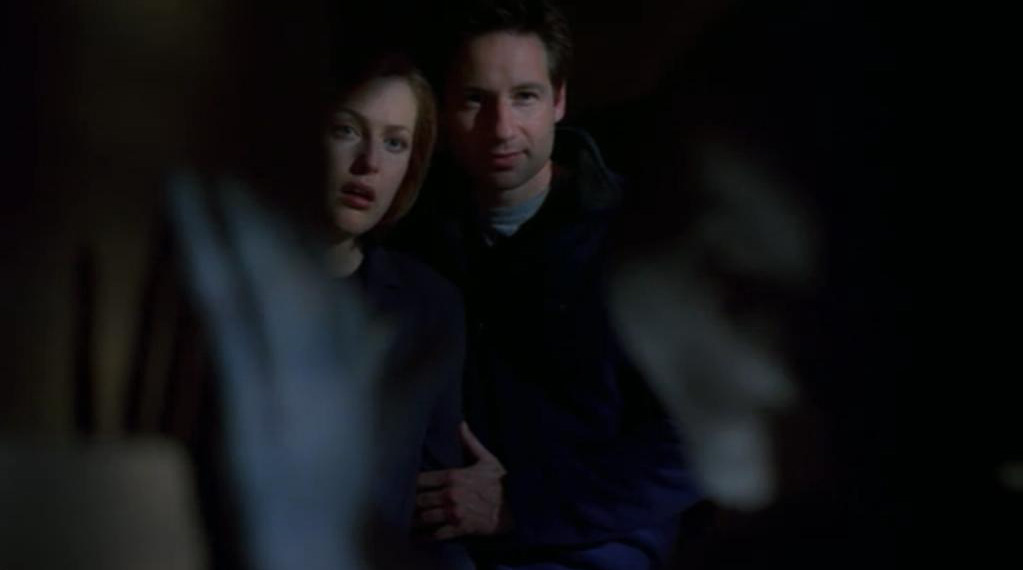 http://static2.wikia.nocookie.net/__cb20130223022043/x-files/images/0/0f/Scully_Mulder_Grey_Alien_Field_Trip_Hallucination.jpg
