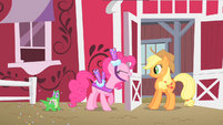 Pinkie Pie invites Applejack S1E25