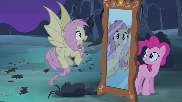 Quarta Temporada: Ep. 7.  Bats! 640px-Pinkie_Pie_behind_a_mirror_S4E07